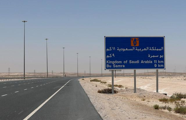 Expat crossed the border by hiding himself in truck