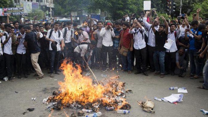 Bangladesh students attacked during Dhaka protest
