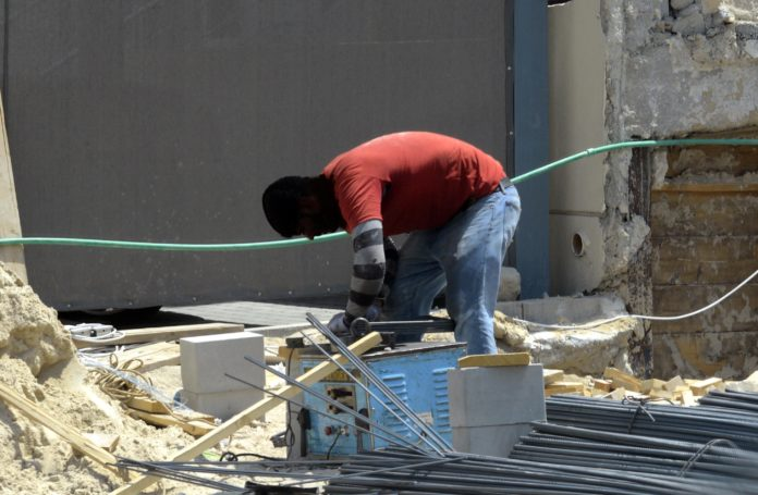 Kuwait's fearless workforce working in boiling temperature