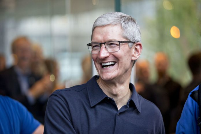 #WorldPhotographyDay: Tim Cook Apple's CEO shares a marvelous picture taken by Indian
