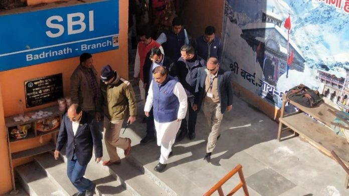 India's Richest Man, Mukesh Ambani offers prayers at Badrinath on an auspicious day of Diwali