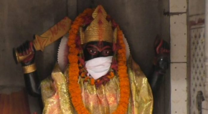 India: Temples in Varanasi made their deity wear anti-pollution masks